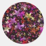 Colores del arco iris del fondo de las estrellas pegatina redonda