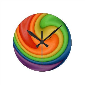Colores del caramelo del remolino de la masilla de reloj de pared