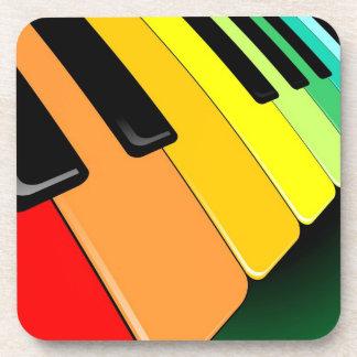Colores del fiesta de la música del teclado posavasos de bebida