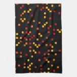 Colores del fuego, puntos cuadrados en negro toalla de mano