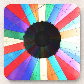 Colores del globo del aire caliente posavasos
