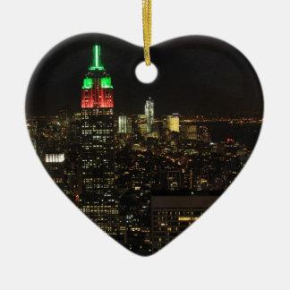 Colores del navidad del Empire State Building en Adorno De Cerámica En Forma De Corazón
