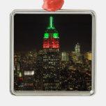 Colores del navidad del Empire State Building en l Ornamento Para Reyes Magos