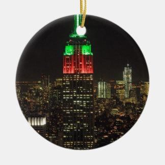 Colores del navidad del Empire State Building en l Ornamentos De Reyes Magos