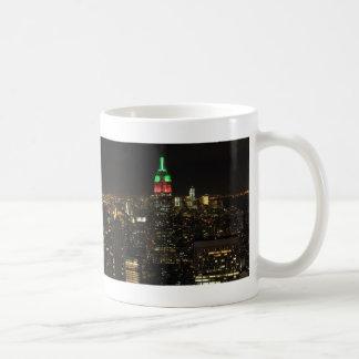 Colores del navidad del Empire State Building en l Tazas De Café
