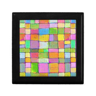 Colores felices coloridos enrrollados de la joyero cuadrado pequeño