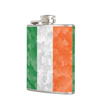 Colores irlandeses y tréboles de la bandera