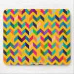 Colores salvajes del zigzag fresco de Chevron Alfombrillas De Raton