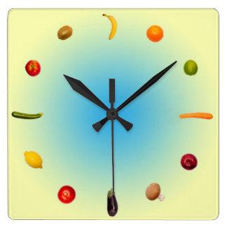 Colorful Clock with vegetables and fruits Reloj Cuadrado