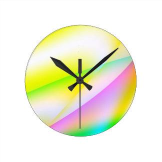 Colorido y diversión reloj redondo mediano