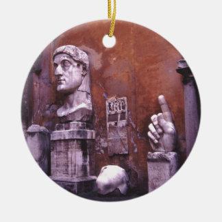 Coloso esculpido de las partes del cuerpo de adorno navideño redondo de cerámica