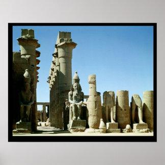 Colosses Ramesses II y pilón de Amenophis Poster