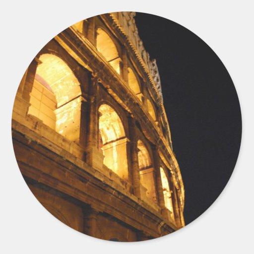 Colosseum en la noche etiqueta redonda