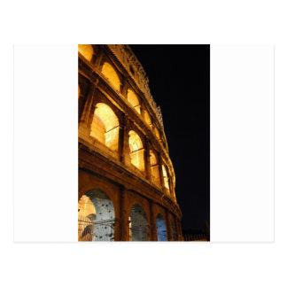 Colosseum en la noche postal