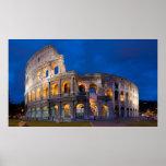 Colosseum en la oscuridad posters