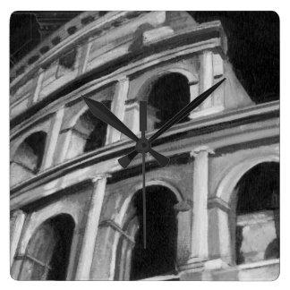 Colosseum romano con los dibujos arquitectónicos reloj cuadrado