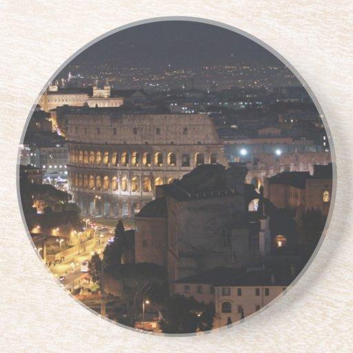 Colosseum romano en la noche posavasos personalizados