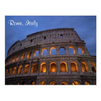 Colosseum romano en la noche postales