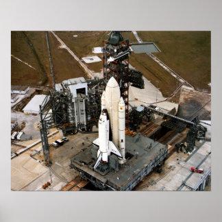 Columbia en la plataforma de lanzamiento poster