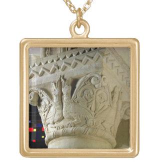 Column capital bearing symmetrically arranged grot square pendant necklace
