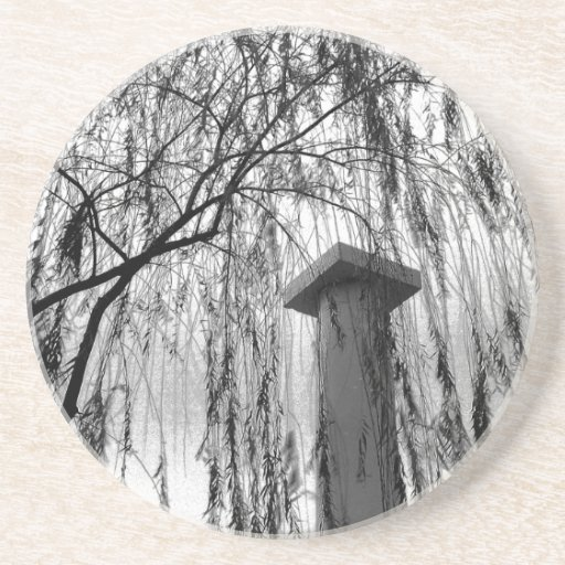 Columna bajo imagen blanco y negro del árbol que l posavasos diseño