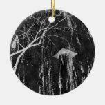 Columna bajo negativa reversa del árbol que llora ornamentos de navidad