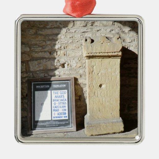 Columna romana en Haddon Pasillo, Derbyshire Adornos De Navidad