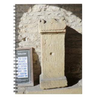 Columna romana en Haddon Pasillo, Derbyshire Libretas