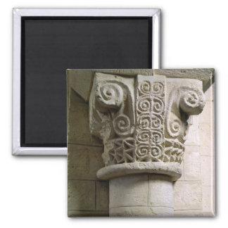 Columna tallada adornada con los báculos pastorale imán cuadrado
