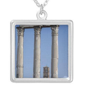 Columnas del templo del echador y de Pólux con Pendiente