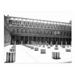 Columnas en el patio - postal