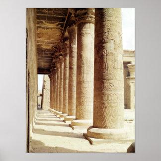 Columnas en el Pronaos del templo de Horus Póster