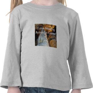 Columnas poderosas de la estalagmita de la magnifi camisetas