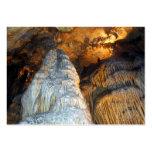 Columnas poderosas de la estalagmita de la magnifi plantilla de tarjeta de visita