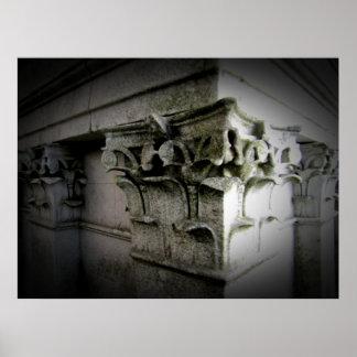columnas talladas viejas póster