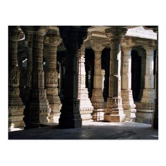 Columnas y sombras de mármol talladas del templo postales