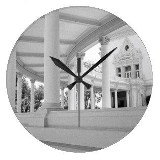Columnata curvada vintage reloj redondo grande