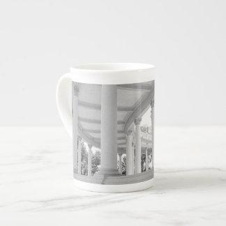 Columnata curvada vintage taza de porcelana