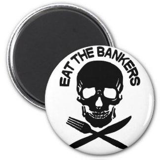 coma a los banqueros cráneo y huesos iman de nevera