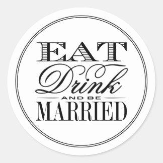 Coma, bebida y sea boda negro/blanco moderno pegatina redonda