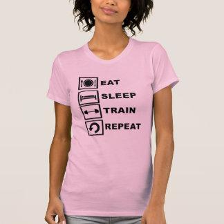 Coma, duerma, entrene, repita camisetas