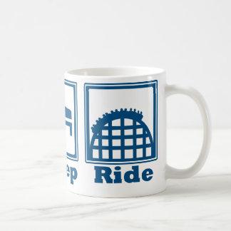 Coma, duerma, y monte (las montañas rusas) - azul taza de café