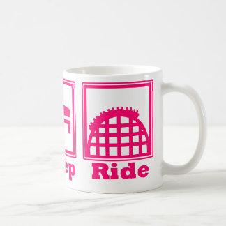 Coma, duerma, y monte (las montañas rusas) - rosa taza de café