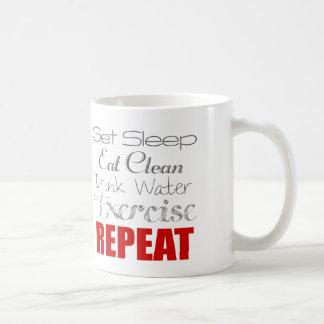 Coma el agua limpia, de la bebida, el ejercicio y taza clásica