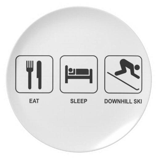 Coma el esquí en declive del sueño plato para fiesta