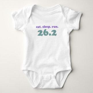 Coma el funcionamiento 26,2 del sueño tshirt
