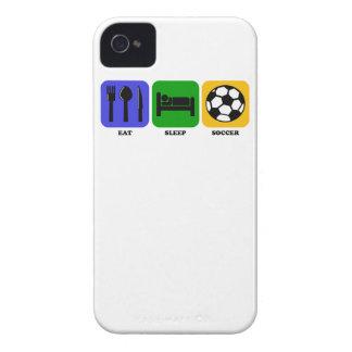 Coma el fútbol del sueño iPhone 4 Case-Mate protectores