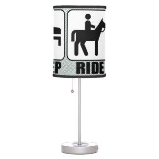 Coma el paseo del sueño una equitación del lámpara de escritorio