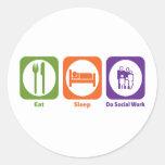 Coma el sueño hacen el trabajo social pegatina redonda