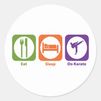 Coma el sueño hacen karate pegatina redonda